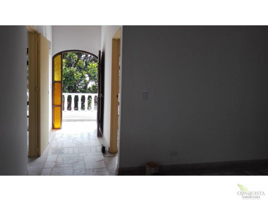 se vende casa en santa monica tercer piso
