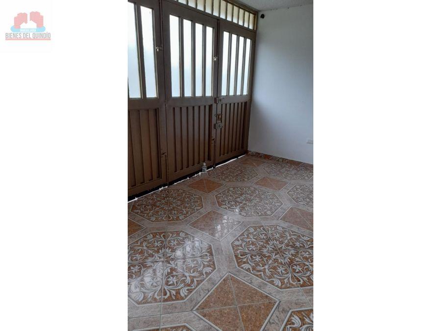 se vende casa en la salida a quimabaya y montenegro