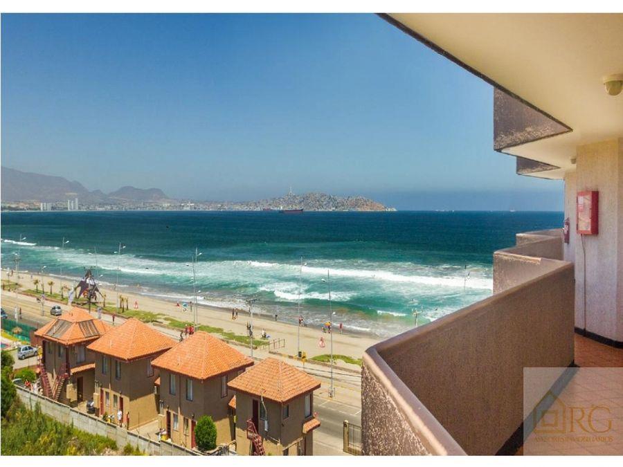 habitacion de hotel desayuno frente a la playa
