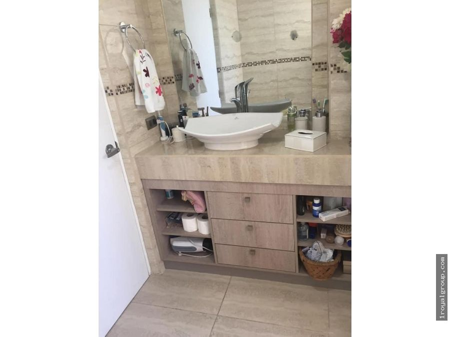 se vende exclusiva casa con piscina quilpue