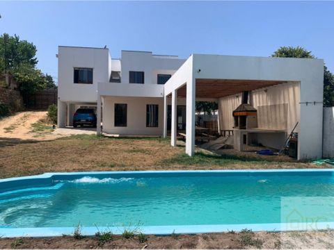 amplia casa con piscina