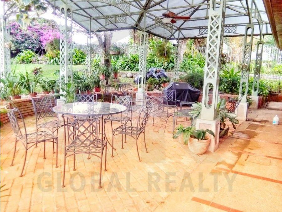 venta de casa con amplio jardin en tres rios cartagocr 1652