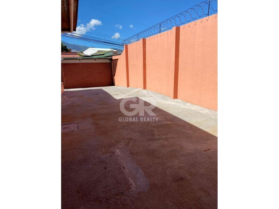 amplia casa en venta con uso de suelo mixto la uruca san jose