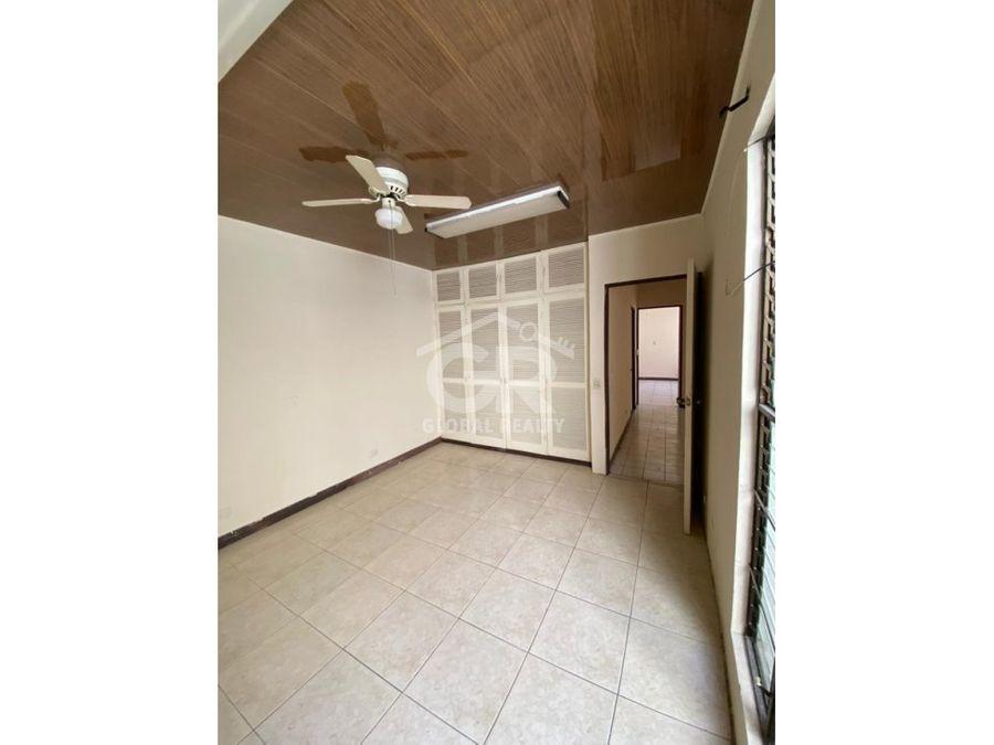 amplia casa en alquiler con uso de suelo mixto la uruca san jose