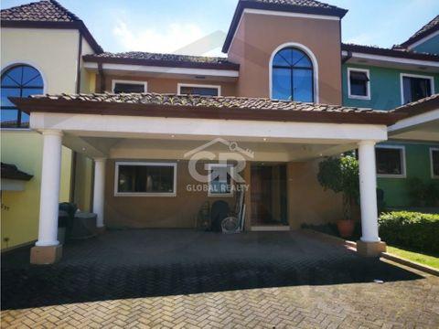 amplia casa en venta ubicada en granadilla de curridabat 2164