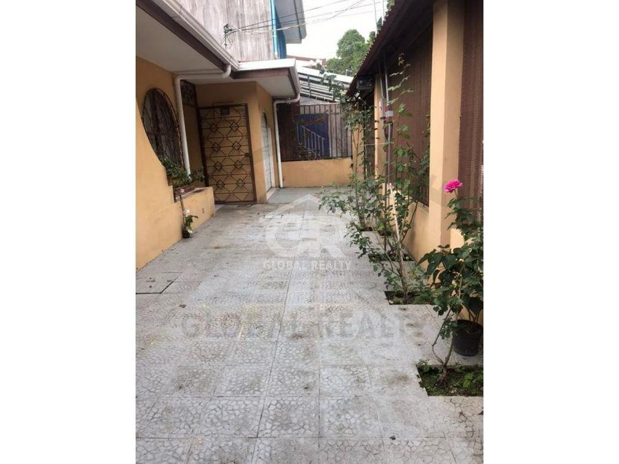 venta de amplia casa en la colina de curridabat san jose 2120