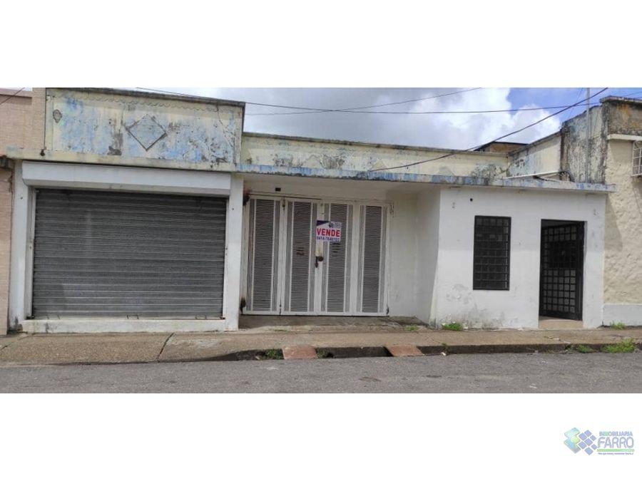 se vende casa con locales en el centro ve02 318sc dd