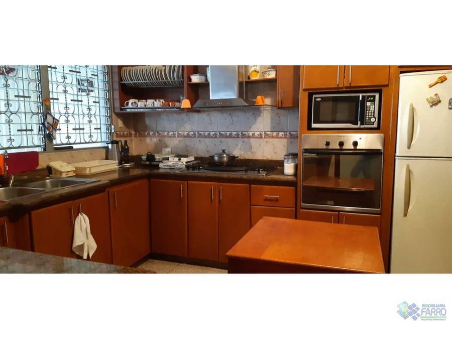 se vende casa en calle junin carupano ve02 428cs rg
