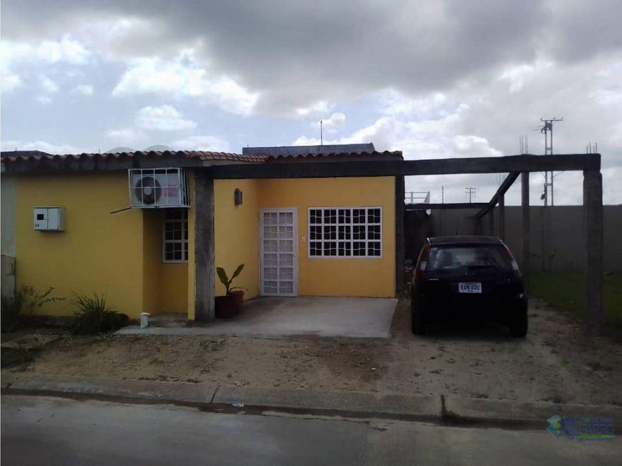 se vende casa en la urb puerta del sur ve02 305zs ec