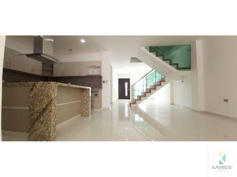 casa con modernos y amplios espacios en monteverde