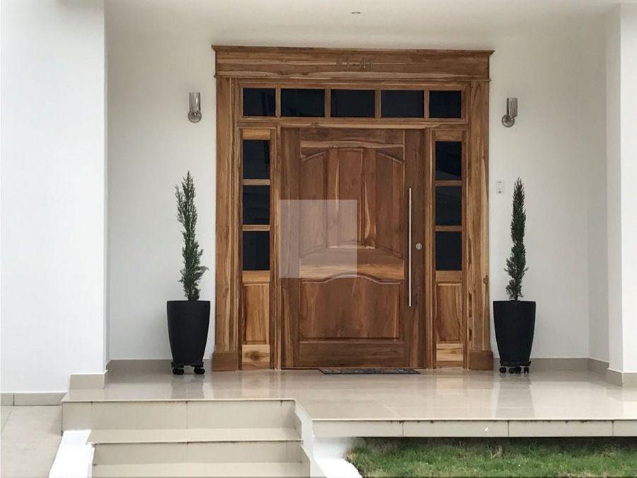 casa de 2 plantas en el barrio castellana
