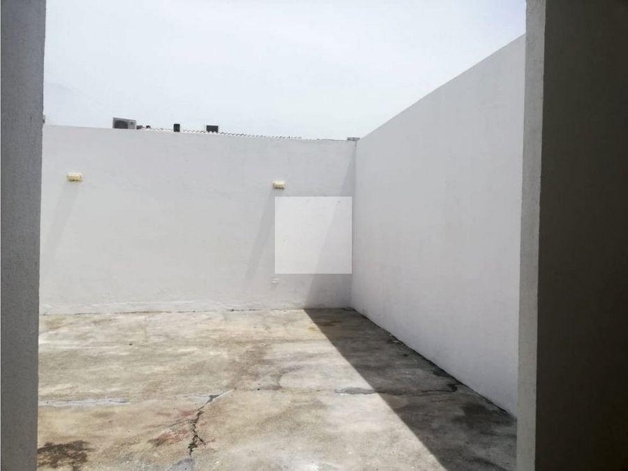 casa en castellana con patio amplio
