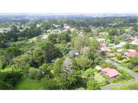 se vende amplia propiedad con 3 casas en san rafael de heredia
