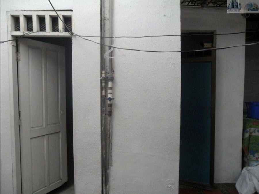 vendo casa de dos plantas en la julia