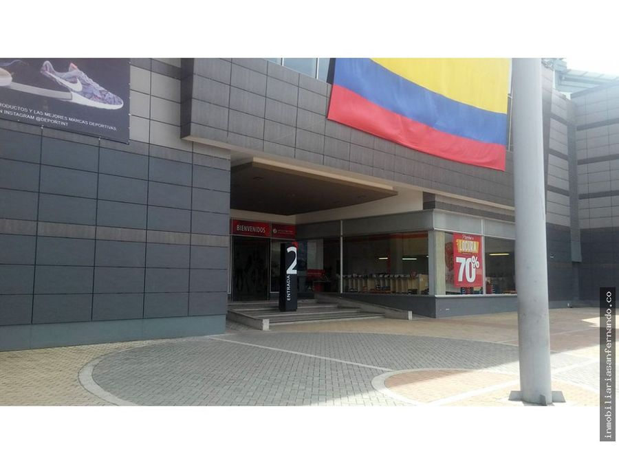 venta de local esquinero en centro comercial