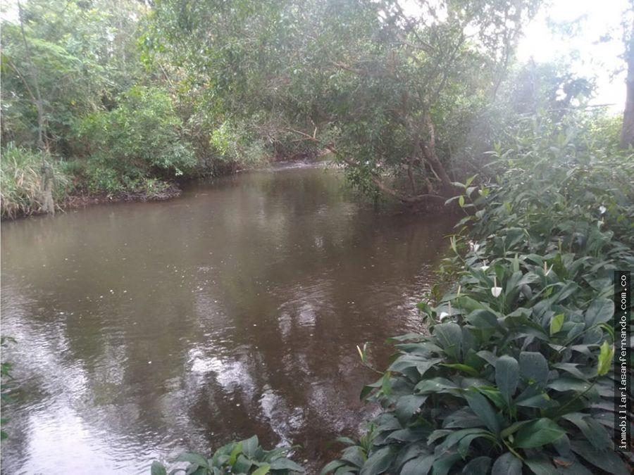 terreno de 9 hectareas y media con cano veranero en restrepo meta