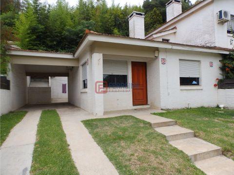 casa 2 dormitorios garaje y patio con parrillero