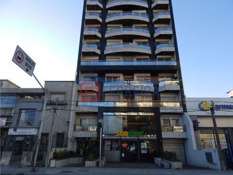 vende apartamento 1 dormitorio frente al clinicas