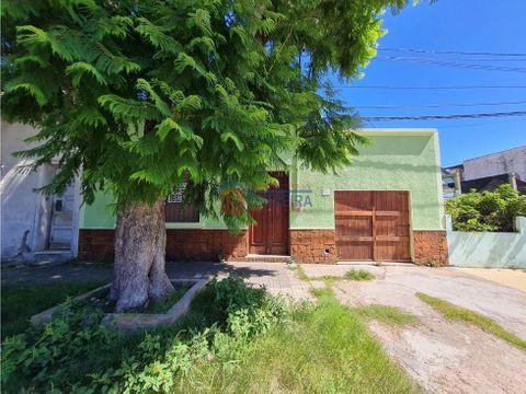 vende casa 3 dormitorios garaje y patio con parrillero