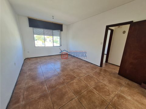 vende apartamento 2 dormitorios y terraza al frente