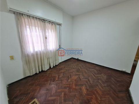 vende apartamento 2 dormitorios y patio cordon sur