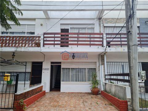 vende casa 2 dormitorios y patio 100 mts de la playa