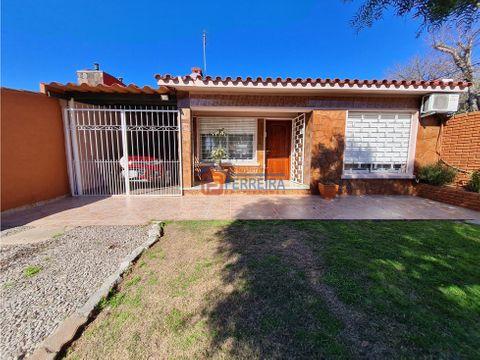 vende casa 4 dormitorios patio jardin y garaje