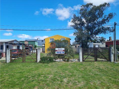 vende 2 casas de 2 dormitorios 100 mts de la playa