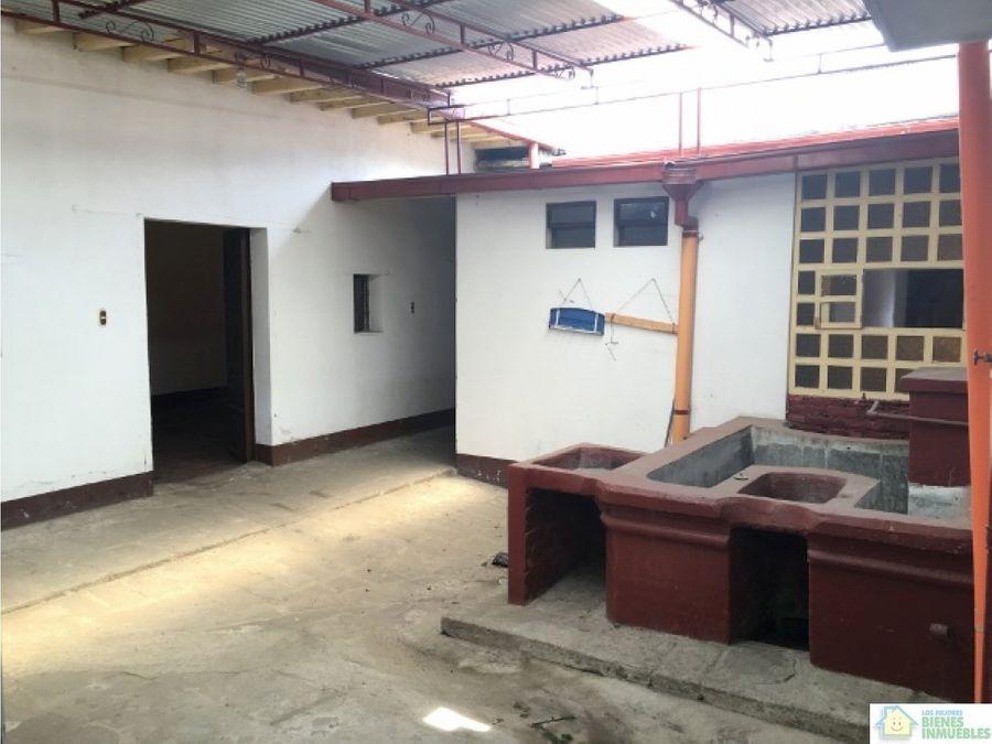 casa amplia en alquiler en zona 1 xela