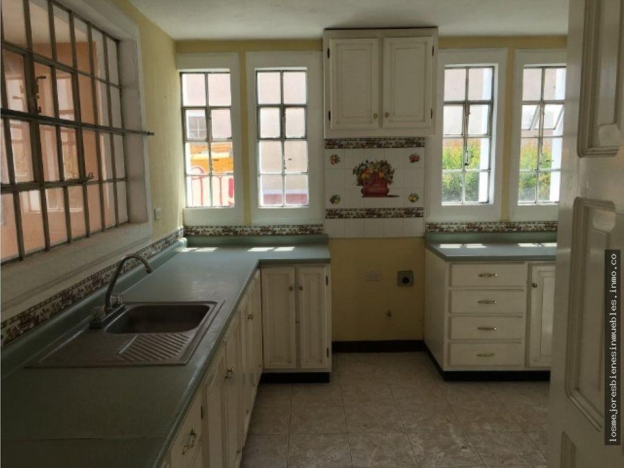 casa amplia en alquiler en condominio xela