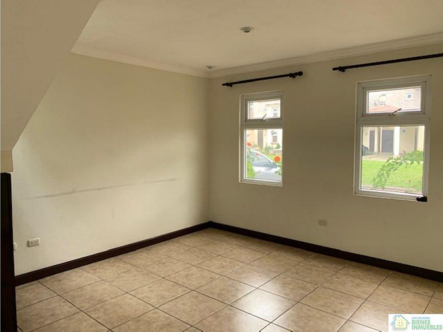 casa en alquiler en condominio los agapantos quetzaltenango