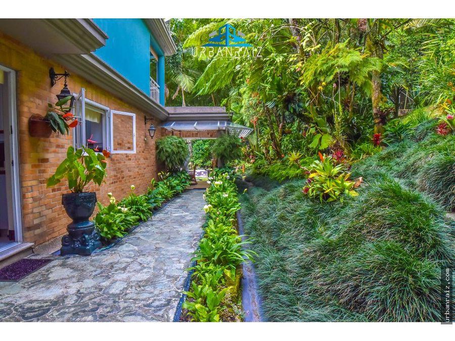 casa en el poblado sector el tesoro con jardin y silenciosa