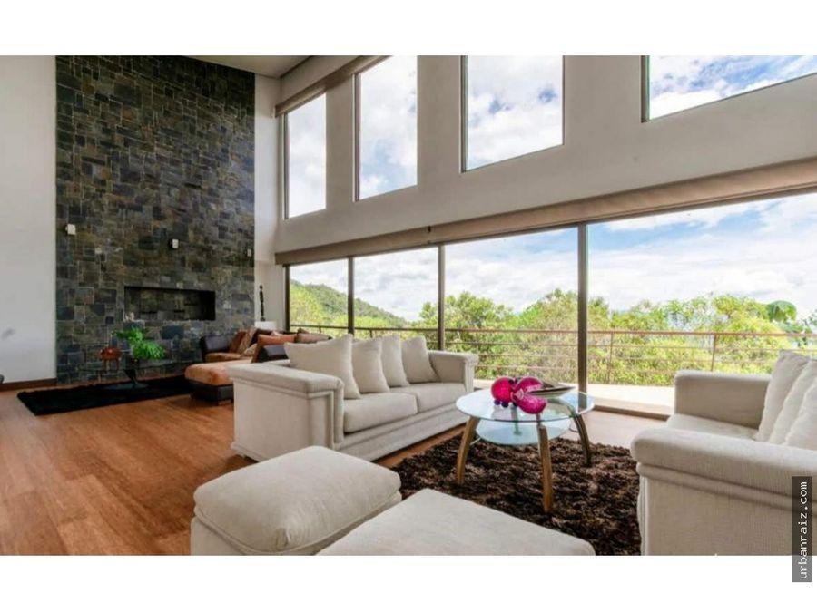 casa moderna con vista y piscina en las palmas medellin