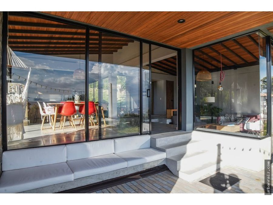 casa moderna con vista en unidad cerrada un solo nivel