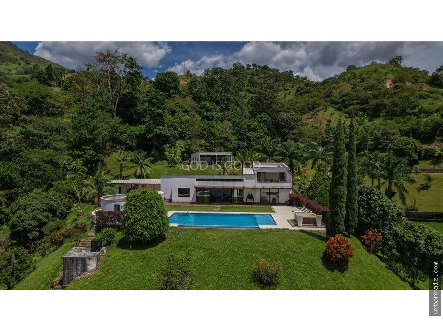 todo lo que puedas pedir lo tiene esta casa 2700millones