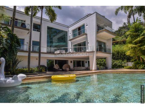 mansion moderna en medellin las palmas