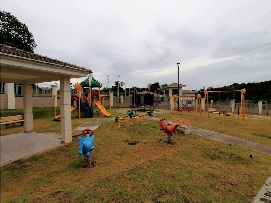 venta casa en ancon 4 recamaras ph altos del parque 975000