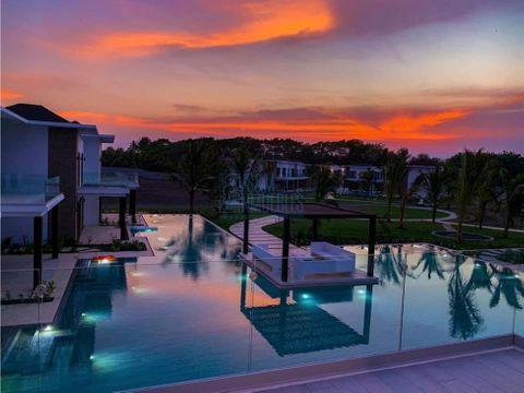 linda villa en venta en la mar monterrico