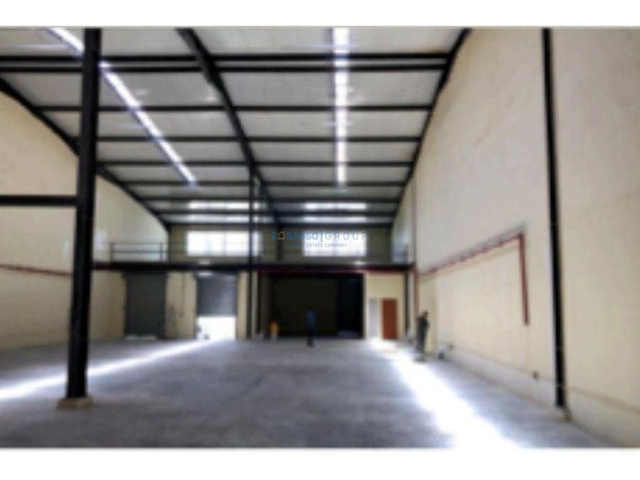 alquilo bodega en 24 de diciembre parque industrial cerrado