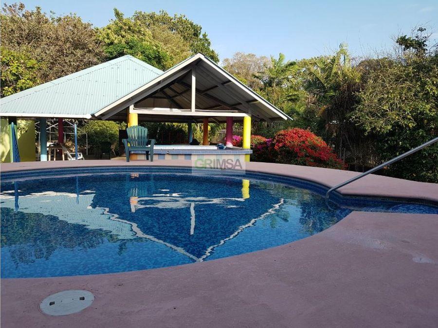 se vende acogedora casa con piscina en penonome desde 275000