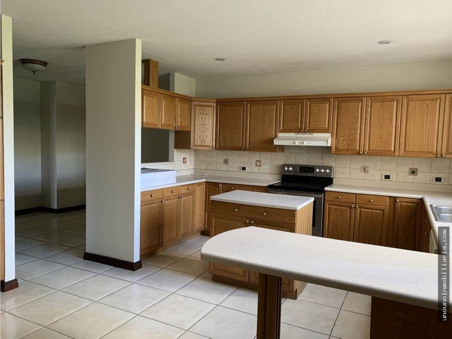 apartamento de 3 habitaciones en alquiler en zona 14