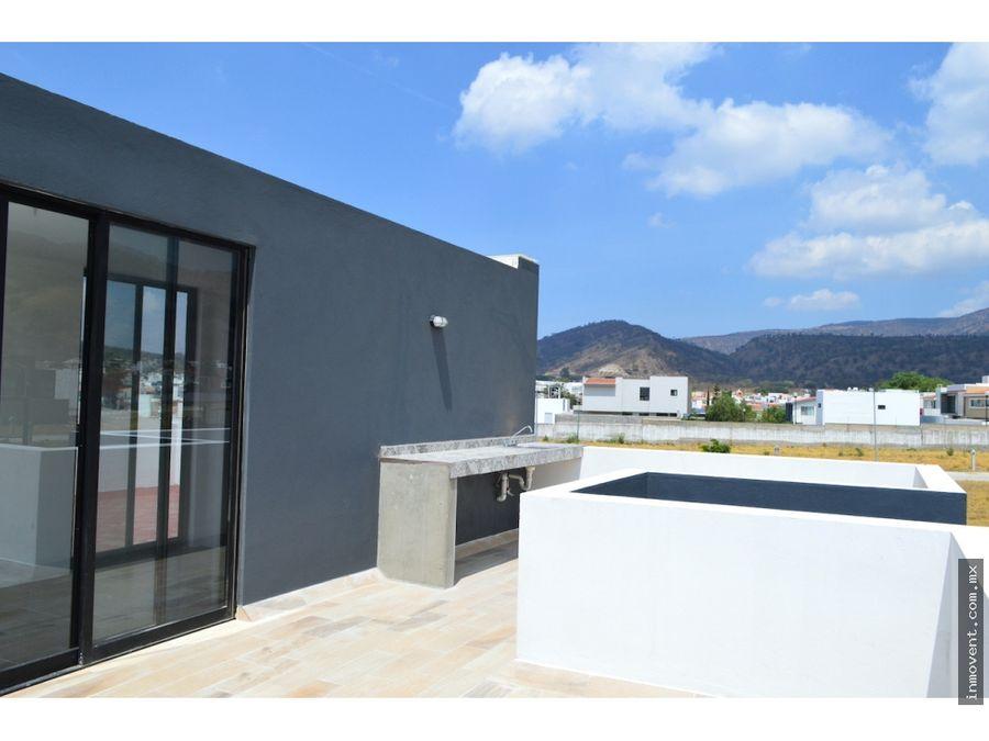 casa con roof garden en privada santa anita