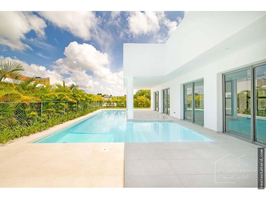 nueva villa de 4 dormitorios y piscina privada en puntacana village
