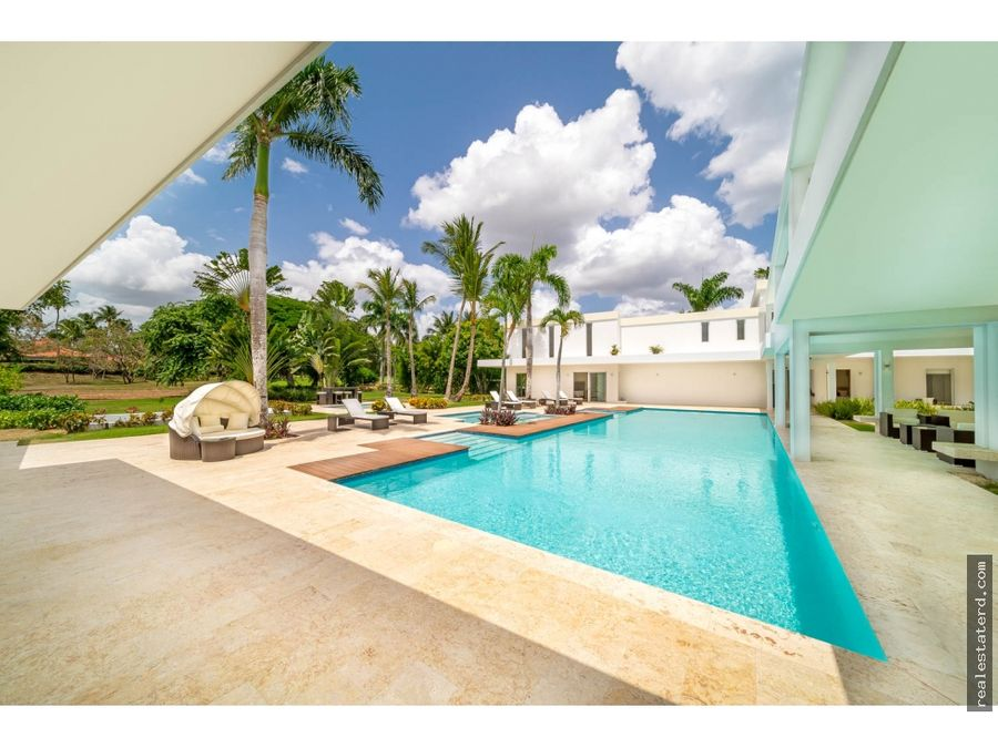 villa con 6 dormitorios y diseno moderno cerca de playa minitas