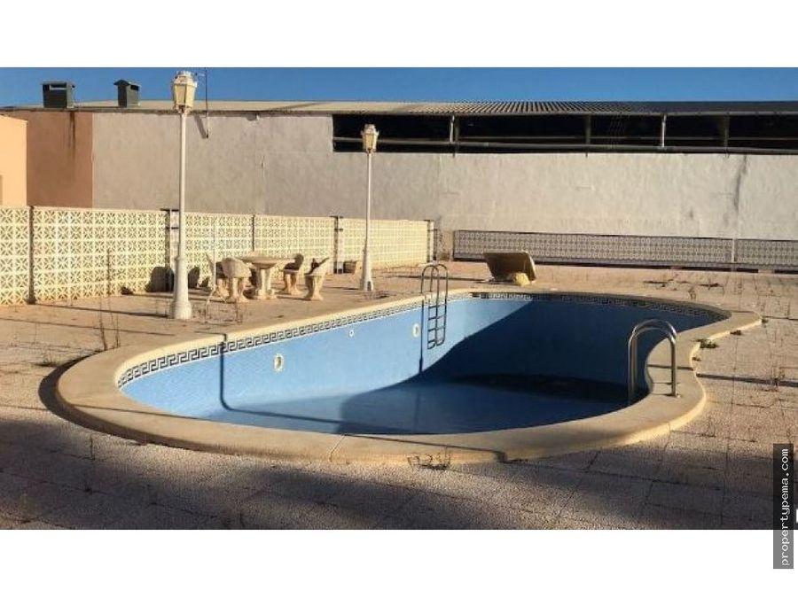 chalet independiente con piscina en roldan