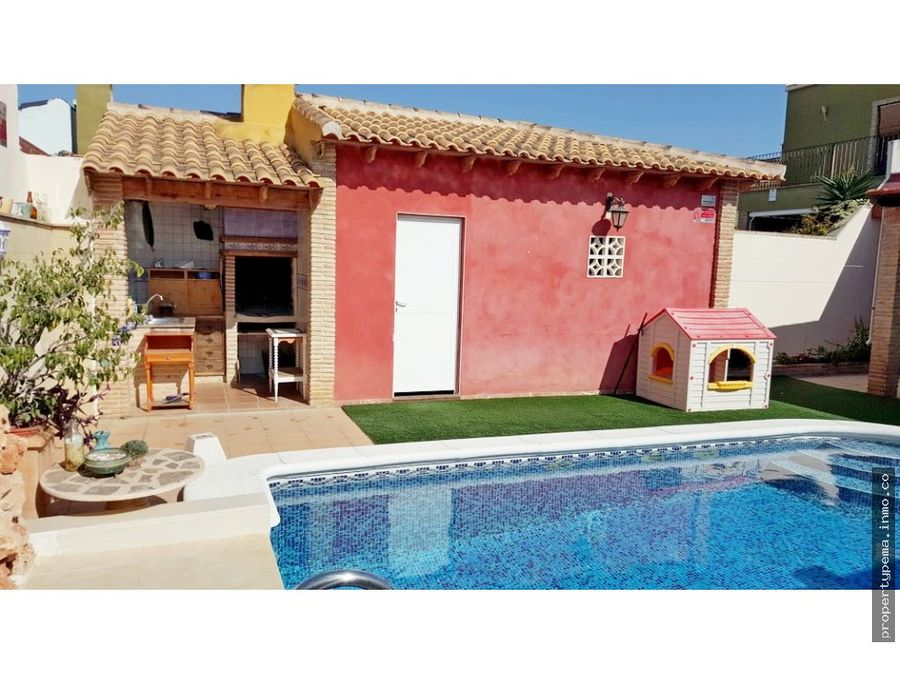 chalet con piscina privada en torrevieja