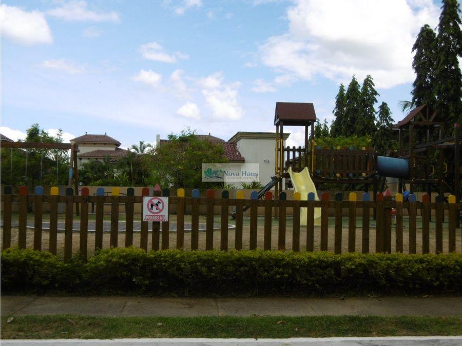 se vende casa en residencial privado costa sur