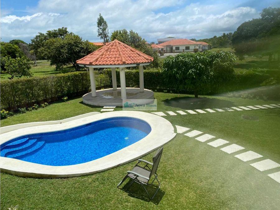 se vende propiedad de playa con piscina coronado