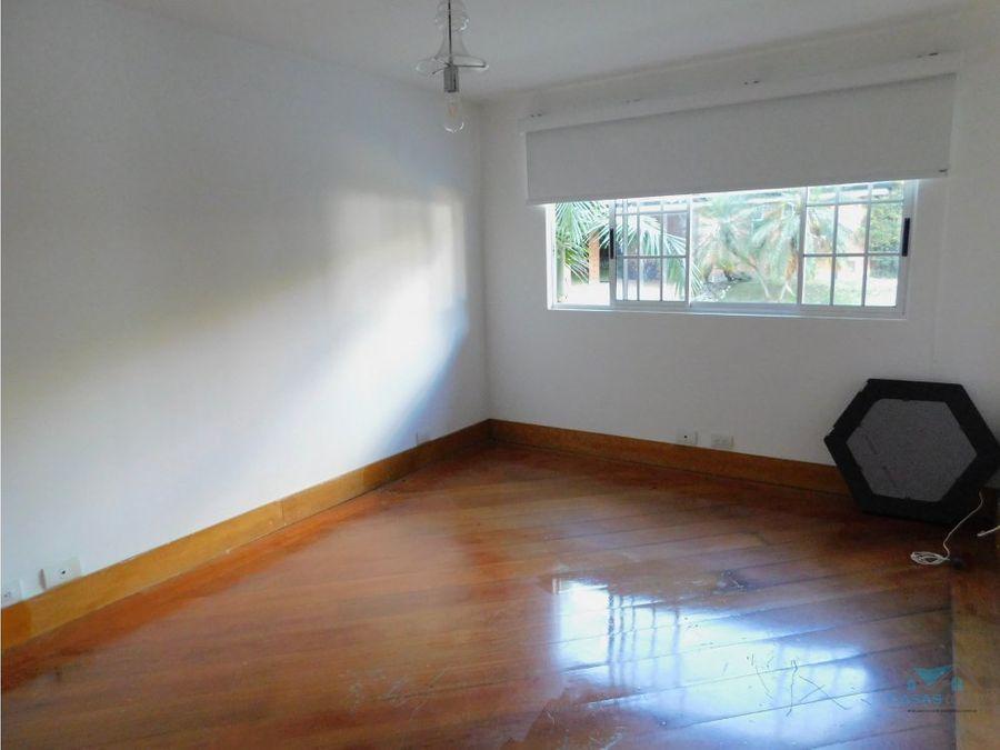casa en venta en envigado loma benedictinos