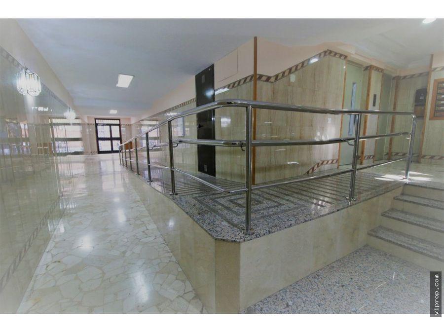 se vende oficina en calle alfarnate 14 malaga